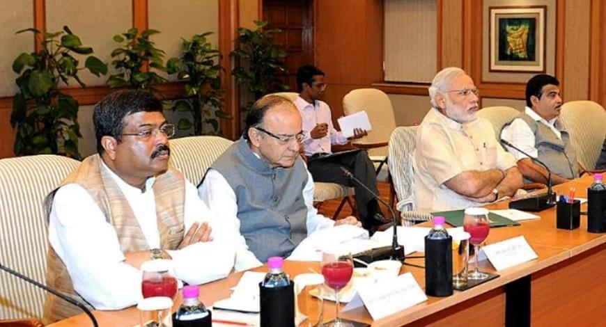 पेट्रोल की कीमतों के बीच पीएम मोदी ने बुलाई हाईलेवल मीटिंग - AAP SAMACHAR