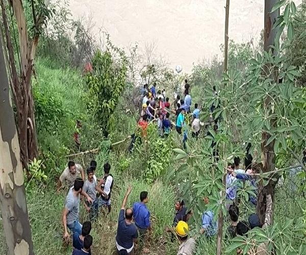 भयानक हादसा: देखते ही देखते सतलुज नदी में समाई बस, हुई 28 लोगों की मौत...देखें फोटो