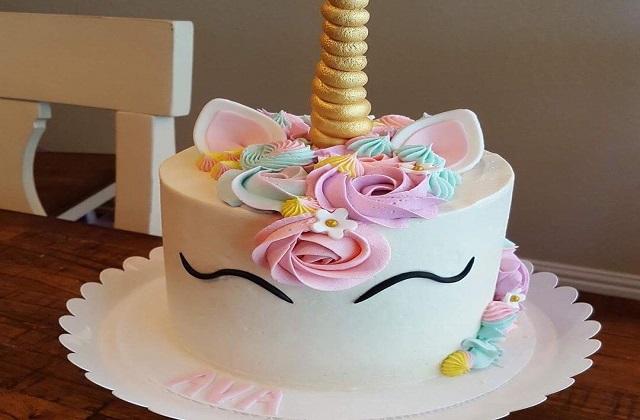 आप अपनी बेबी गर्ल के लिए इस केक को चुन सकती है।