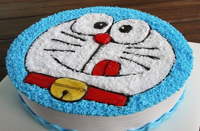 बच्चों के फेवरेट कार्टून का भी केक बनवाना सही रहेगा।