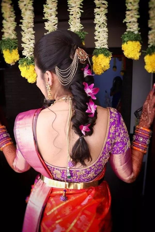 लड़कियां अपनी शादी के हर फंक्शन(मेहंदी, हल्दी, इंगेजमेंट) में अलग हेयरस्टाइल (Hair Style ) ट्राई करना चाहती हैं।
