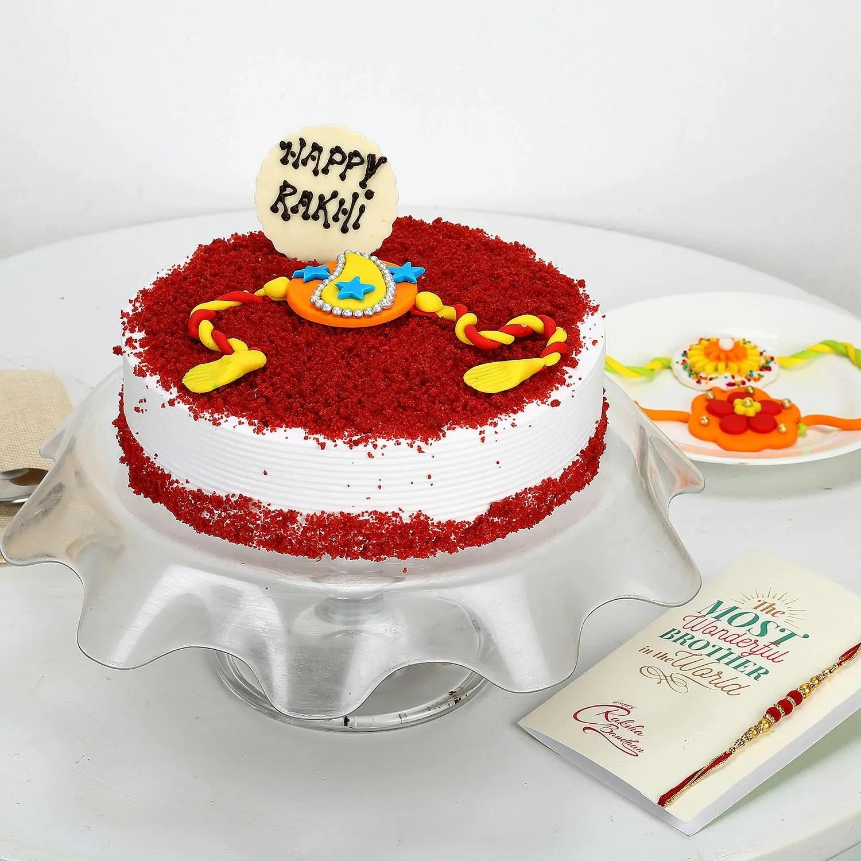 जहां कुछ बहनें इस दिन अपने भाई के लिए उनकी पसंदीदा मिठाई लेकर जाती हैं बल्कि कुछ स्पैशल केक भी तैयार करवाती हैं।