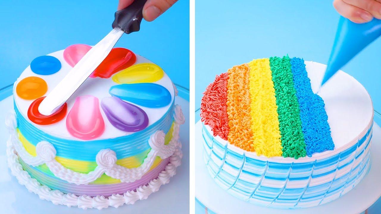 कुछ लड़कियां तो घर पर ही केक तैयार कर लेती हैं।
