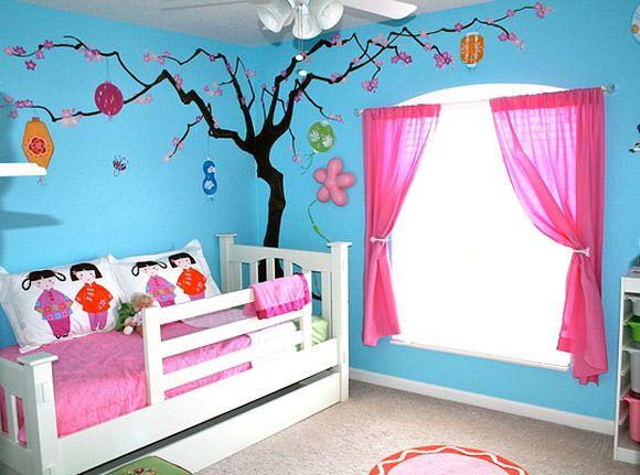 घबराइए मत... बच्चे का कमरा सजाने के लिए हम आपको ढेरों रुपए खर्च करके महंगे शो पीज रखने के लिए नहीं कहेंगे।