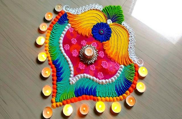 ऐसे में आप देवी मां के स्वागत के लिए घर के मेन गेट व मंदिर पर रंगोली बना सकती है।