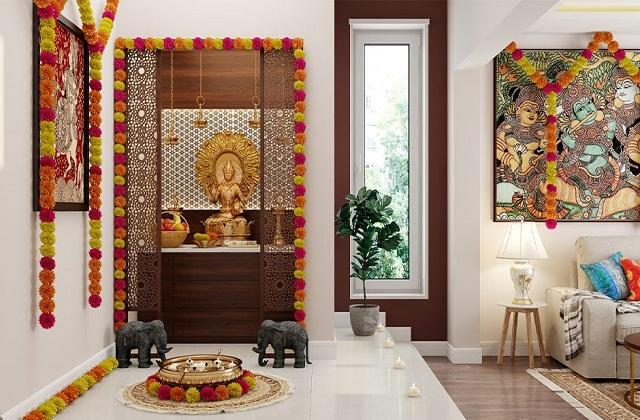 इसतरह आप फूलों की  माला से भी मंदिर सजा सकती है।