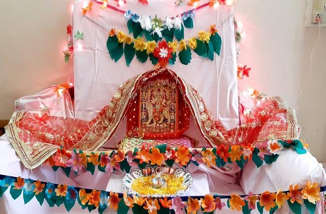 इस तरह से भी मंदिर डेकोरेट कर सकती है।