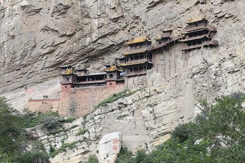 Image result for पहाड़ पर लटका है यह मंदिर, जाने वालों की अटक जाती हैं सांसे