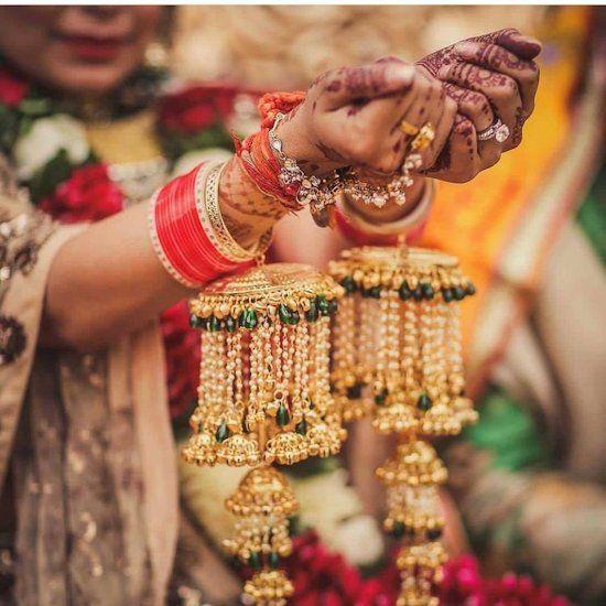 भारतीय दुल्हन के लिए शादी के जोड़े से लेकर चूड़े तक हर चीज अहम होती है, जिसमें से एक कलीरें भी हैं।