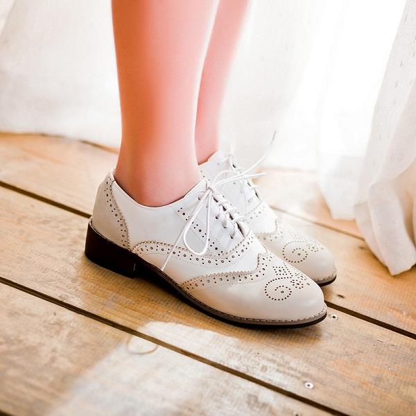 गर्मियों का मौसम आते ही पसीना पैरों के लिए बहुत मुसीबत बन जाता है। इसकी वजह से बंद जूते पहनना मुसीबत बन जाता है। वहीं इसके कारण इंफैक्शन का खतरा भी रहता है।