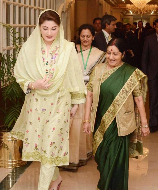 पाकिस्तान दौरे पर गई सुषमा ने खासतौर पर हरी साड़ी पहनी थी। इस बारे में आलोचना होने पर उन्होंने सफाई दी कि उस दिन बुधवार था और बुधवार को वे हरी साड़ी ही पहनती थीं।
