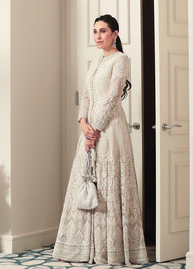 अगर आप भी दुल्हन बनने वाली है या किसी फ्रेंड व सिस्टर की शादी में जा रही हैं तो यहां से आइडिया लेकर आप उसे अपनी ड्रेस के साथ मैचिंग कर सकती हैं।