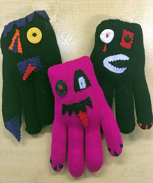 सर्दियों में ठंड से बचने के लिए कमरे व कपड़ों के साथ हाथों में दस्ताने भी पाए जाते हैं।