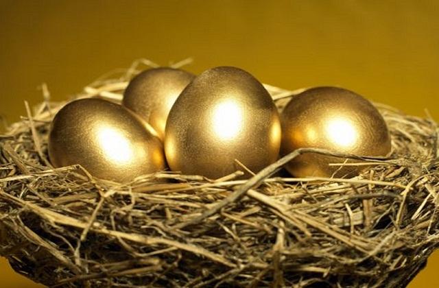 सभी अंडों को गोल्डन कलर करके उसे घोंसले में रखा जा सकता है।