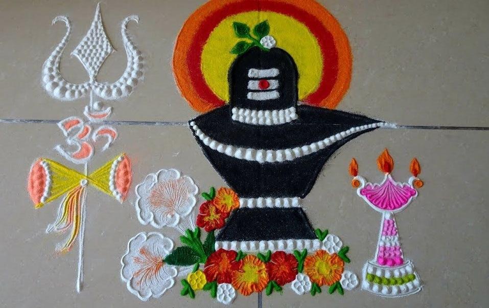 इसके अलावा आप भगवान शिव व माता पार्वती के स्वागत के लिए मुख्य द्वार पर सुदंर रंगोली भी बना सकती हैं।