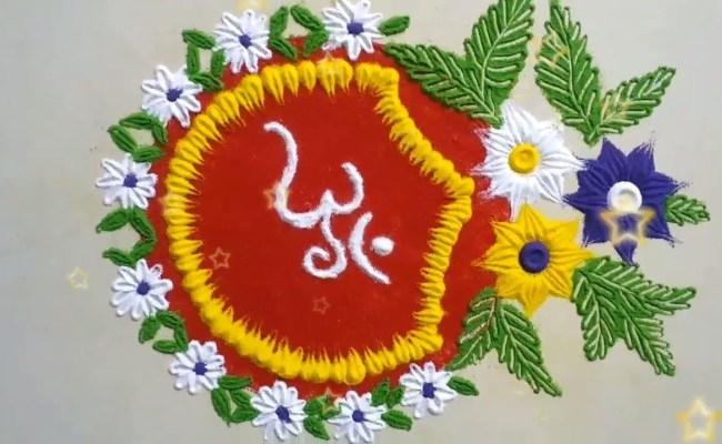 जहां पहले चावल, सिंदूर, मिट्टी, लकड़ी का भूरा, फूलों से रंगोली बनाई जाती थी वहीं आजकल आर्टिफिशियल रंगों व फूलों का इस्तेमाल किया जाता है। वहीं, मॉर्डन समय के साथ रंगोली स्टिकर भी खूब चलन में हैं।