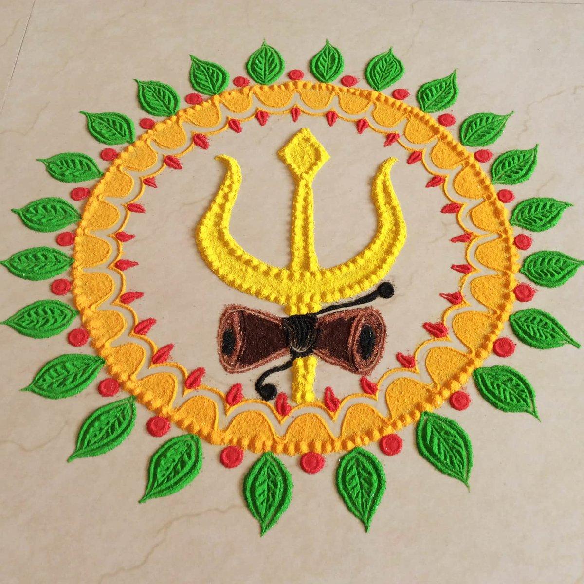 यहां हम आपको भगवान शिव की प्रतिमा वाली रंगोली डिजाइन्स दिखाएंगे, जिनसे आइडिया लेकर आप सावन महीने में अपने घर की सुदंर दिखा सकते हैं।