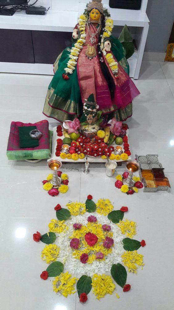 नौ रातों का त्योहार यानि नवरात्रि पर्व में मां दुर्गा के नौ स्वरूपों की पूजा की जाती है। हिंदू धर्म में इस पर्व का काफी महत्व है इसलिए लोग पहले ही घर की साफ-सफाई व मंदिर की सजावट कर लेते हैं।