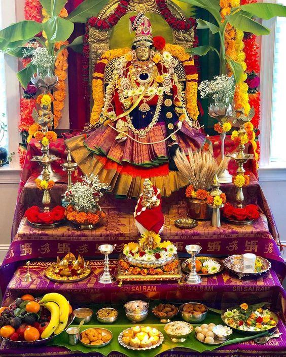 बहुत से लोग तो इस पर्व में मंदिर को भी खूबसूरत तरीके से सजावट घट स्थापना करते हैं। हम भी यहां आपको मंदिर की सजावट के कुछ भव्य आइड़ियाज देंगे।
