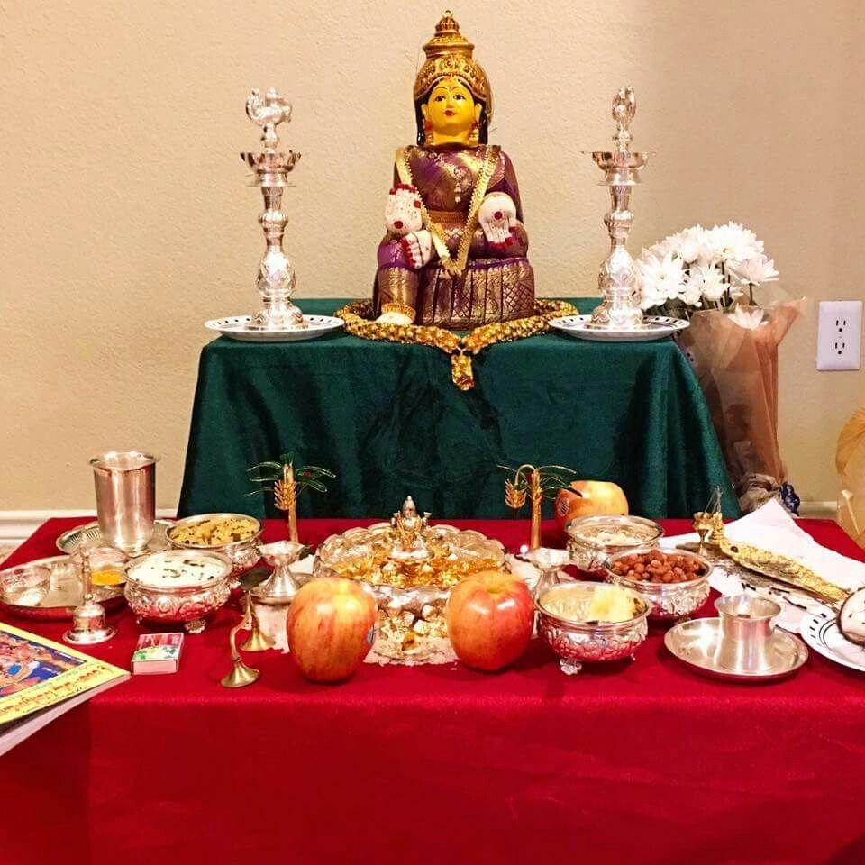 यहां से इंस्पिरेशन लेकर आप मंदिर को देवी मां के लिए तैयार कर सकते हैं।