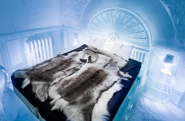 स्वीडन के लैपलैंड में होटल पूरी तरह से बर्फ का बना है। ऐसे में यहां हर समय ठंड का अहसास होता है। तो चलिए जानते हैं इस होटल के बारे में विस्तार से...