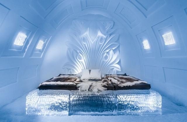 बर्फ से बना यह अजीबो-गरीब होटल हर किसी का ध्यान आसानी से अपनी ओर खींचने का काम करता है। इसका नाम 'आइस होटल' है।
