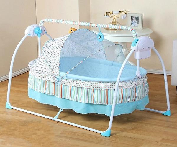 बच्चे की पहली लोहड़ी पर उसे झुला देना भी सही रहेगा। साथ ही वह उसे 1-3 साल तक आसानी से इस्तेमाल कर सकता है।