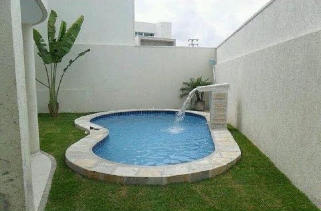 गार्डन के पीछे छोटी-जगह में आप इस तरह के स्विमिंग पूल बनावा सकते हैं।