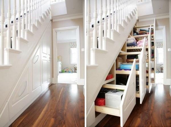 सीढ़ियों के नीचे कैबिनेट बनवाएं और वहां मैगजीन, ताले, शू-पॉलिश, जूते, प्लास्टिक आदि सामान को स्टोर करें।