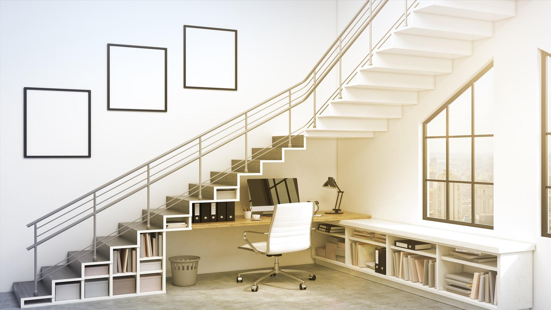 सीढ़ियों के नीचे की खाली जगह को आप स्टडी रूम के लिए यूज कर सकते हैं।