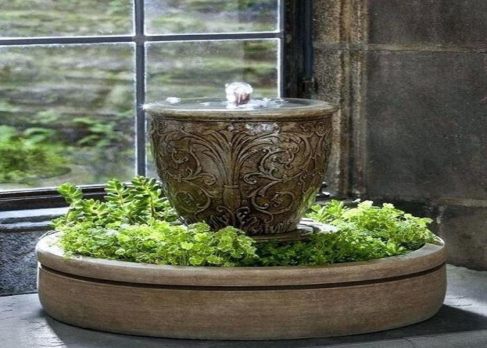 ऐसे में आप छोटे टेबलटॉप वॉटर गार्डन सेंटरपीस से अपने घर का ग्रीन लुक दे सकते हैं।