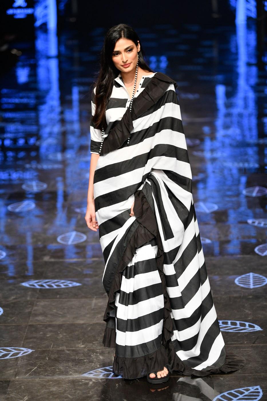 एक्टिंग के मामले में भले ही अथिया ज्यादा फेमस ना हो लेकिन फैशन सेंस में काफी आगे है।