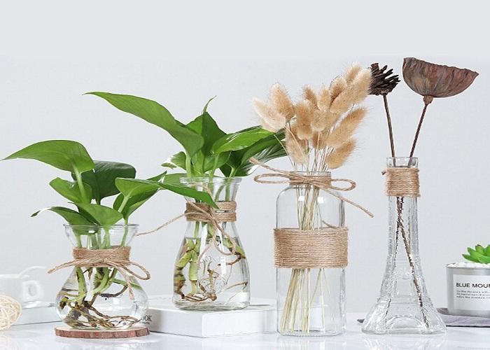 कांच के जार को फूलों और कपड़े से भी डेकोरेट कर सकते हैं।