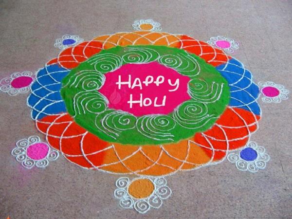 ऐसा माना जाता है कि मां लक्ष्मी जी के स्वागत के लिए बनाई गई रंगोली बनाने से सुख समृद्धि का वास होता है व नाकारात्मक ऊर्जा दूर हो जाती है। ऐसा माना जाता है कि घर के द्वार पर बनी रंगोली से अच्छी किस्मत आती है।