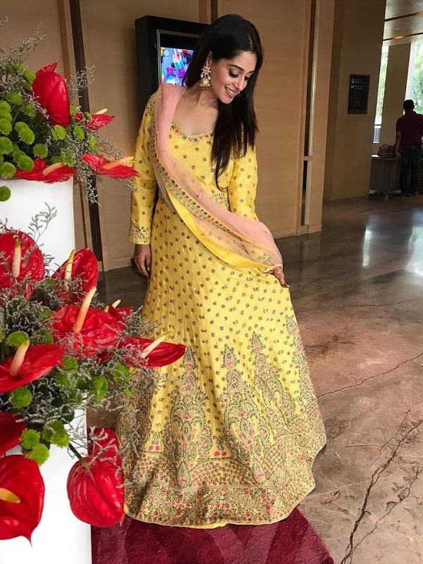 दीपिका के जन्मदिन पर आज हम आपको उनकी कुछ तस्वीरें दिखाते है, जो बयान करती है कि टीवी की सीधी-सादी सिमर बहू अब एक फैशन दीवा बन चुकी है।