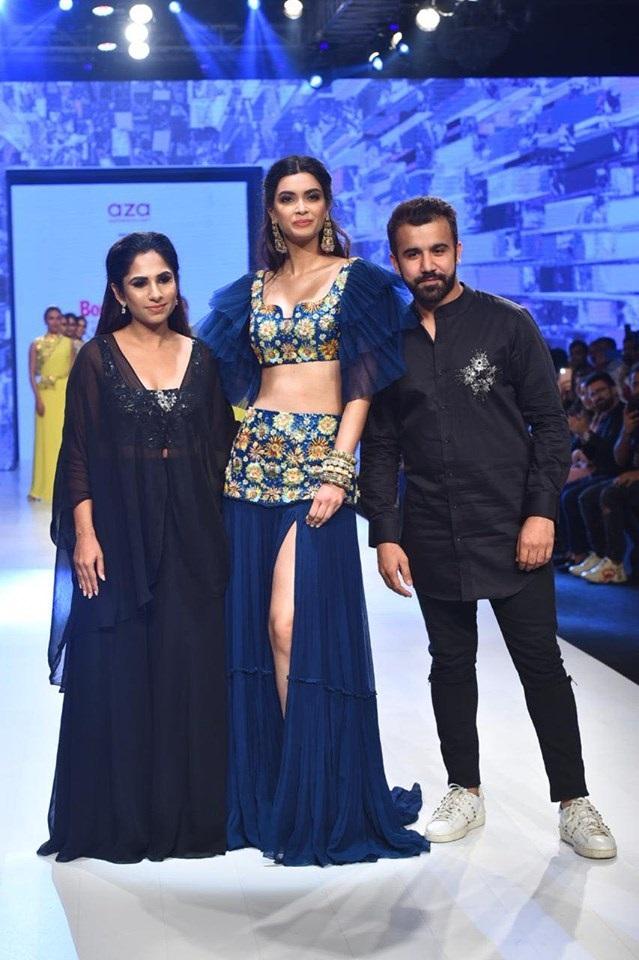 डायना ने AZA लेबल और डिज़ाइनर दिव्या राजवीर के लिए शो स्टॉपर का किरदार निभाया था।