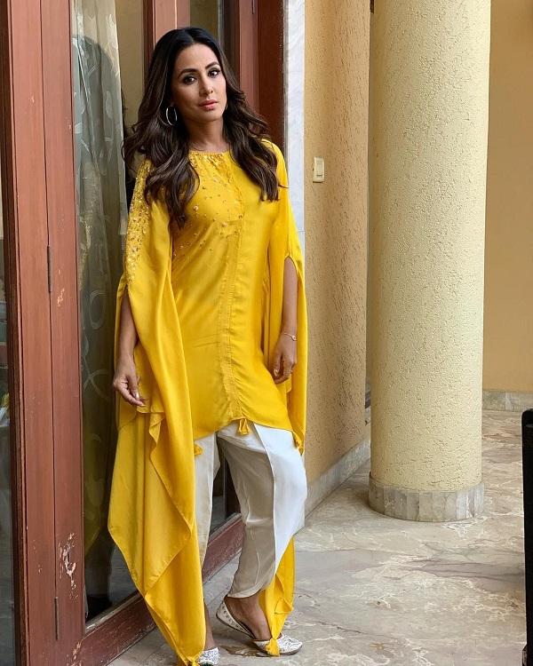 टीवी एक्ट्रेस हिना खान की तरह आप इंडो-वैस्टर्न ड्रैस में भी स्टाइलिश दिख सकती हैं।