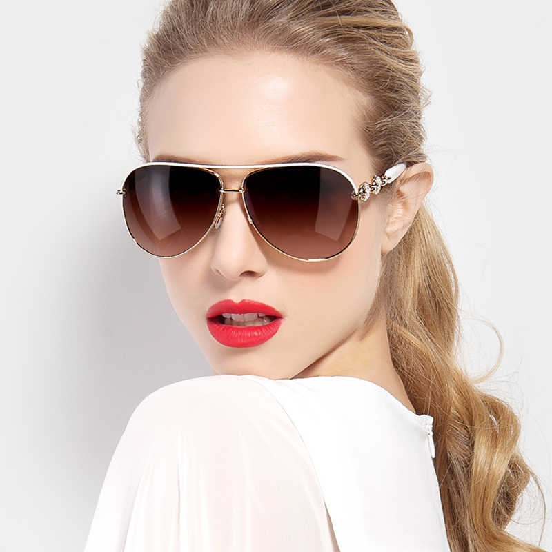गर्मियों की चिलचिलाती धूप से बचने के लिए सनग्लासेस या स्पेक्ट्स लड़कियों के स्टाइल स्टेटमेंट का अहम हिस्सा बन जाते हैं।
