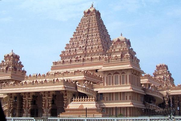 दिल्ली में स्थित छतरपुर मंदिर देवी कात्यायनी को समर्पित है। नवरात्रि दौरान यहां पर भक्तों की भीड़ जमा होती है।