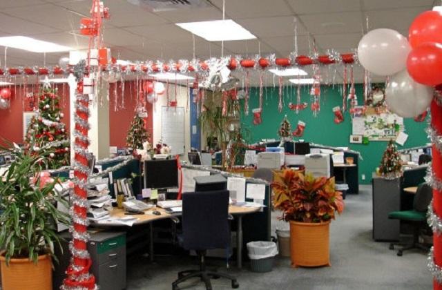रंग-बिरंगे बैलून से भी ऑफिस सुंदर लगेगा।