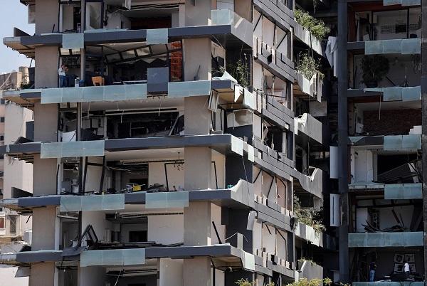 धमाके से आसपास की अनगिनत इमारतें ध्वस्त हो चुकी थीं