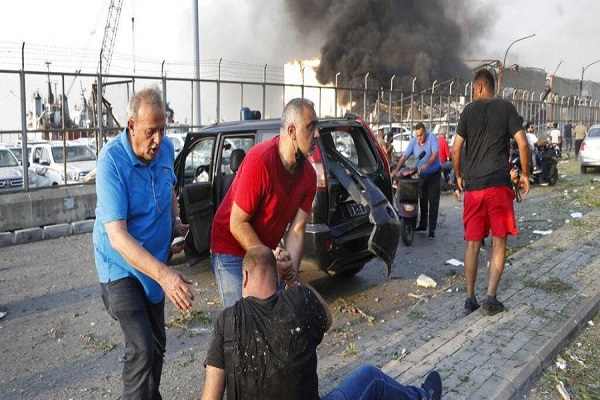 भीषण धमाके के कारण बेरूत के रफीक हरीरी अंतरराष्ट्रीय हवाई अड्डे को भी नुकसान पहुंचा है। फ्रांस और इजरायल समेत कई अन्य देशों ने लेबनान को हर संभव मदद देने का आश्वासन दिया है।