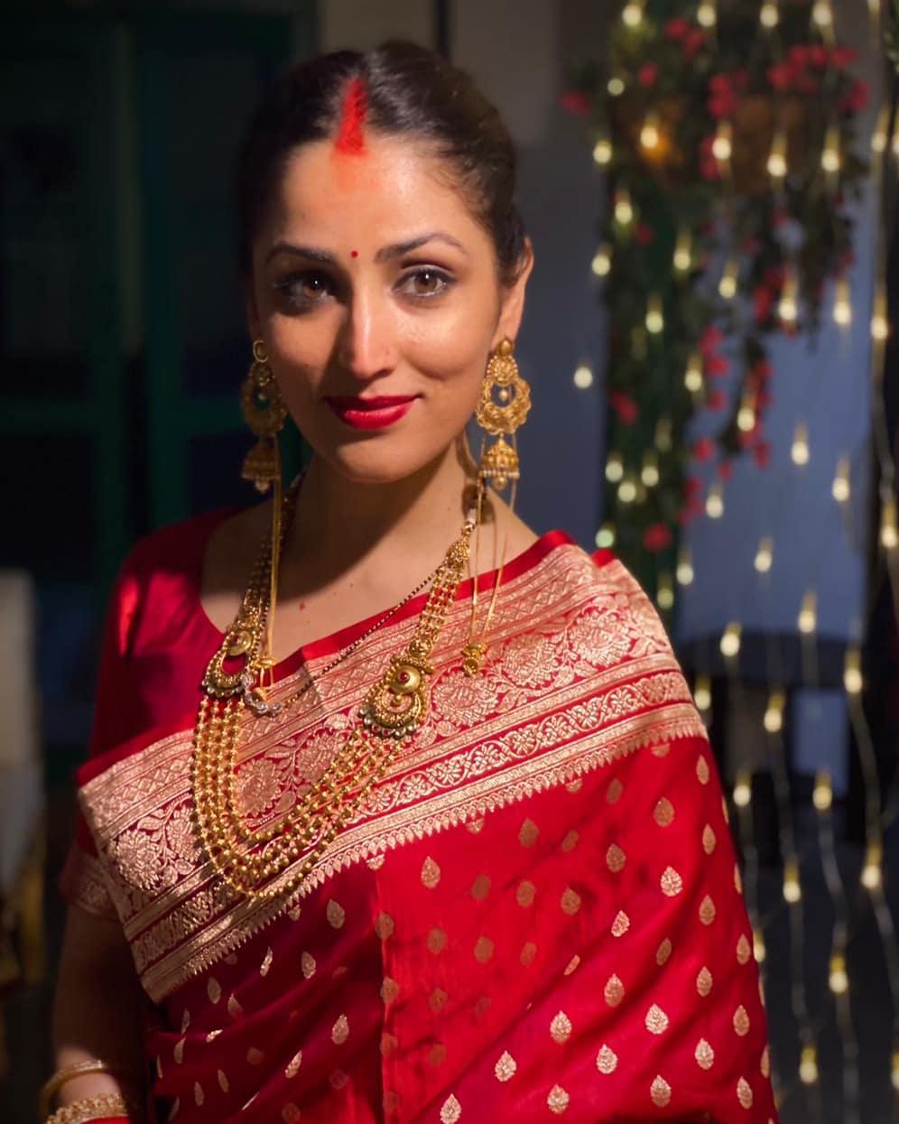 अपनी शादी में वह बेहद सादी लुक में नजर आईं, जो हर उस लड़की के लिए इंस्पिरेशन है, जो सिंपल तरीके से शादी करना चाहती हैं।