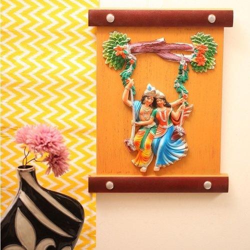 हिंदू धर्म व वास्तु के अनुसार, घर में राधा-कृष्ण की पेटिंग, तस्वीरें लगाना बहुत शुभ माना जाता है। ऐसी मान्यता है कि इससे ना सिर्फ घर में खुशहाली आती है बल्कि पति-पत्नी के बीच प्यार भी बना रहता है।