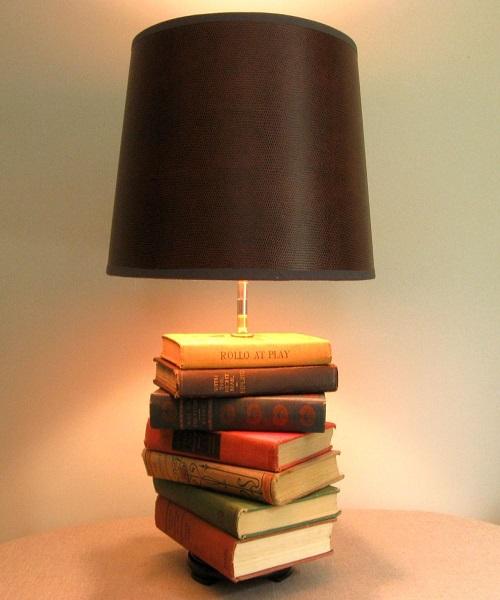 किताबों को इंसान की सबसे अच्छी दोस्त कहा जाता है। मगर बुक्स ज्यादा पुरानी होने से पढ़ने के लायक नहीं रहती है।