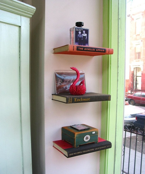 ऐसे में आपकी बुक्स भी काम आ जाएगी। साथ ही सामान रखने की जगह भी मिल जाएगी।