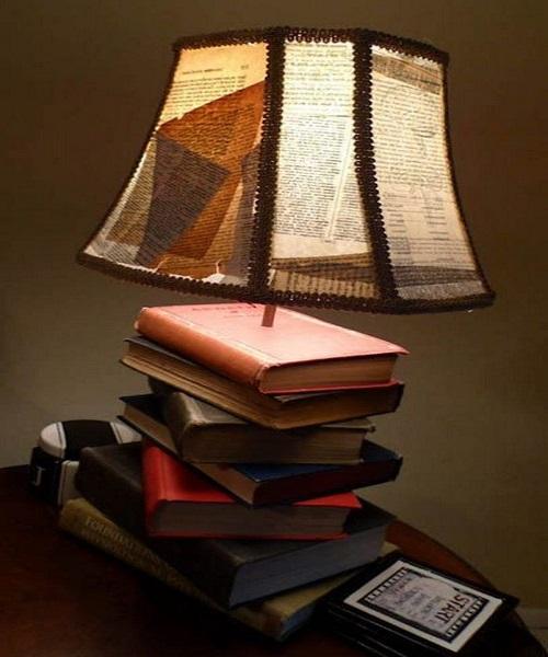 इसके लिए एक के ऊपर एक किताब रखकर ऊपर लैंप रख दें।