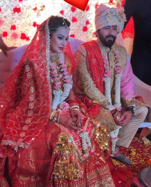 टीवी में वैम्प का रोल निभाने वाली काम्या पंजाबी आज अपने बॉयफ्रेंड शलभ डांग के साथ शादी के बंधन में बंध गई है।