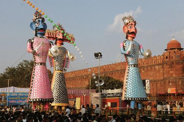 कहा जाता है कि एक समय में इस शहर के लोगों को किसी खास बीमारी ने अपनी चपेट में ले लिया था। उस समय इससे बचने के लिए मदिकेरा के राजा ने देवी मरियम्मा को प्रसन्न करने के लिए इस विशेष उत्सव को मनाने की प्रथा शुरु की थी।