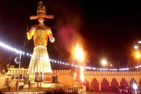 उस समय इससे बचने के लिए मदिकेरा के राजा ने देवी मरियम्मा को प्रसन्न करने के लिए इस विशेष उत्सव को मनाने की प्रथा शुरु की थी।